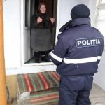 Полицейские из Гагаузии почистили снег и накололи дрова для одиноких пенсионеров и других социально-уязвимых жителей региона