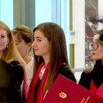(FOTO/VIDEO) Выпускницы из Бессарабки и Абаклии получили почётные дипломы президента Республики Молдова
