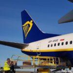 Самолет Ryanair вывез из Молдовы 5000 защитных комбинезонов.