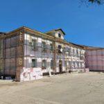 В лицее им. «Н. Гоголь» ведётся ремонт аварийной части фасада здания.