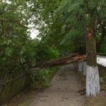 (FOTO) В Бессарабке погода начала капризничать: сильный ветер нанес серьёзный ущерб жилым домам