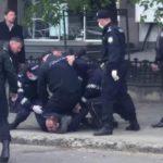 В центре Кишинева снесли протестный городок. При этом на несколько часов задержали мэра Кондрицы.